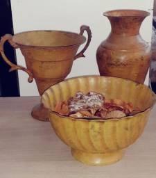 Conjunto de Vasos decorativos em metal Marrom