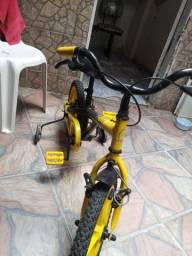 Vendo essa bike infantil  por $300,00 esta conservada e usada poucas vezes