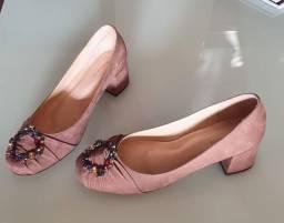 Sapato com pedraria