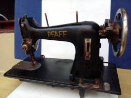 Máquina de Costurar PFAFF