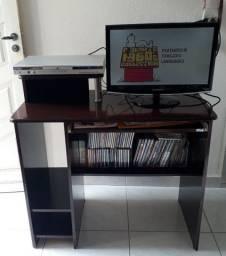 TV Samsung. DVD Philco e escrivaninha