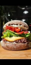 Contratamos profissional com EXPERIÊNCIA em cozinha, grelhar hambúrgueres e montagem