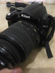 Câmera NIKON D5000 + flash de brinde