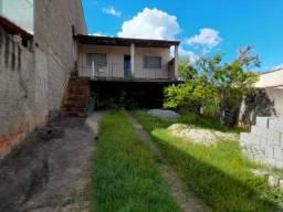 C389 - Casa com dois dormitórios em bairro seguro