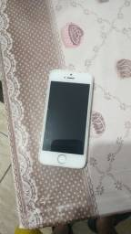 Vendo iPhone 5s 400 reais, funcionando perfeitamente, só precisa de uma bateria nova
