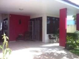 Excelente casa com piscina, 360 m², murada, armários fixos, 3 quartos, na Gruta de Lourdes