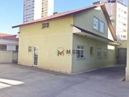 Casa Comercial com 04 salas, amplo ático e estacionamento, locação, estuda carência, Alto