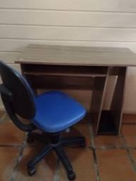 Escrivaninha e Cadeira de Escritório