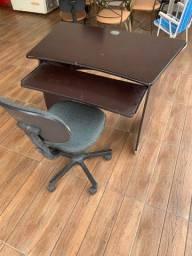Vendo 5 cadeiras e 1 mesa de computador