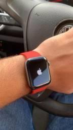 Apple Watch Series 4 44mm // GPS
