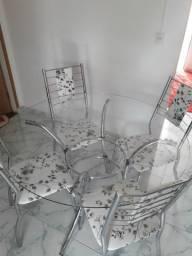 Vendo mesa de vidro bem nova mesmo