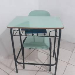Carteira escolar em fórmica R$70.00