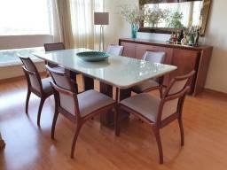 Conjunto com mesa em laca com vidro, medindo 1mx2m, 6 cadeiras, balcão.Em ótimo estado.