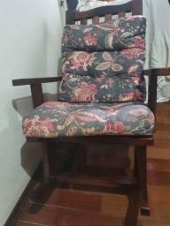 Cadeira de balanço de embuia