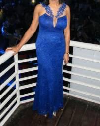 Vestido longo de festa em renda azul