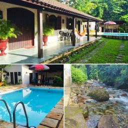 Temporada no pé da serra-Recanto do Sol-Casa com rio, piscina e churrasqueira