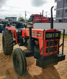 Trator Agrale 4200 com implementos