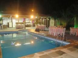 Espaço de festa com piscina aquecida