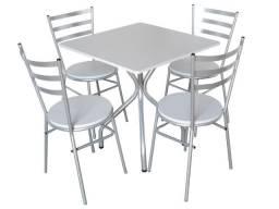 Jogo de 4 cadeiras com mesa quadrada perfeito para restaurantes, bares e lanchonetes
