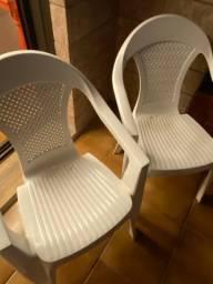 4 Cadeira de plástico empilháveis
