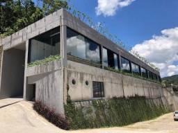 Título do anúncio: Galpão para aluguel com 500 m²  em Bingen  Petrópolis - RJ.