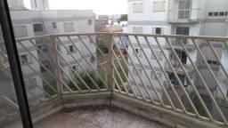 Vendo confortável apto 3 quartos, Cond Monte Castelo, Rua Pio Rojas, 348