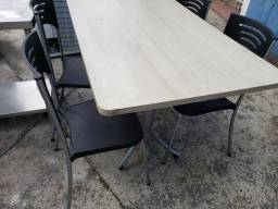 Jogo de mesas em MDF 20 mm amadeiradas com 4 cadeiraa
