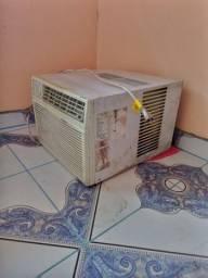 Título do anúncio: Vendo ou troco ar condicionado da Green 10.500 btu
