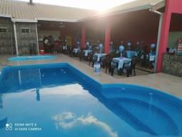 Espaço pra festa com piscina