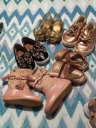 5 pares de calçados número 21 valor 140