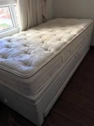 Colchão solteiro e box baú com cama auxiliar