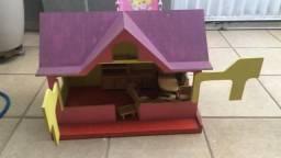 Casinha de bonecas com móveis