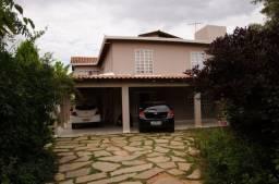 Allmeida vende ótima casa de dois pavimentos no Condomínio Mansões Entre Lagos