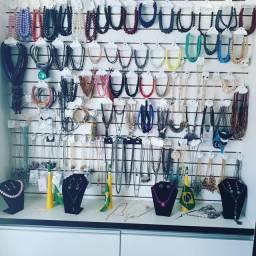 Móveis para loja de bijuterias