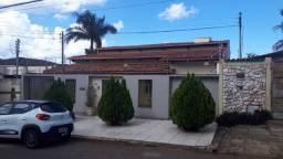 Casa em exelente localização no bairro Vila Gois