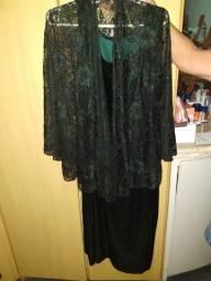 Vestido de Veludo com Pelerine rendado - TAM G - R$ 150,00
