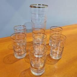 Título do anúncio: Conjunto Para Sucos Ou Coquetéis Em Vidro Anos 60<br>7 peças:<br> 6 copos e 1 jarra
