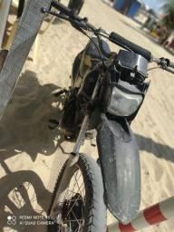 Vendo moto de trilha 2500