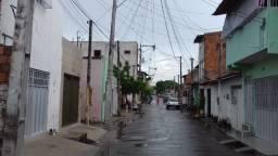 40 mil casa bairro Pici perto Pinheiro Supermercado somente a casa de cima