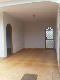 Casa QSF 13 em lote de 200 m² próximo ao Hospital Santa Marta
