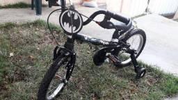 Bicicleta e brinquedos