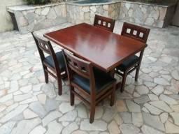 Jogo Mesa com 04 Cadeiras em Madeira