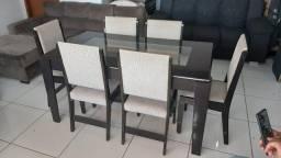 Mesa de madeira e vidro com 6 cadeiras em otimo estado