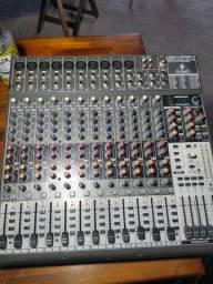 Mesa de som Behringer xenyx2442fx