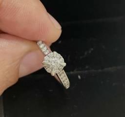 Título do anúncio: Anel de diamantes e ouro branco