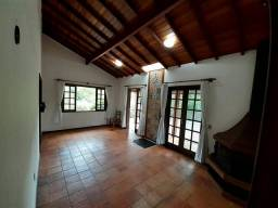Casa com 3 Suítes em terreno de 1400m no condomínio Vale do Bonsucesso Petrópolis RJ.