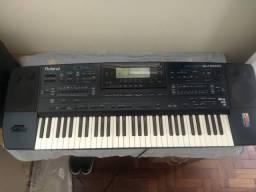 Teclado Roland EM 2000 - Arranjador e Sintetizador