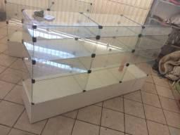 Balcão de vidros, telas pra loja , e ganchos pra mercadorias