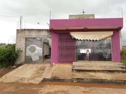 Vendo uma casa de altos e baixo com ponto comercial, no bairro Cidade Jardim