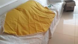 Manta para sofá amarelo, ótima peça de decoração